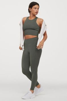 Ankle-length sports leggings in fast-drying, functional fabric with jacquard-patterned details. High waist and wide, elasticized waistband. Designed with minimum number of seams for added comfort and increased freedom of movement. Legging Sport, Sport Tights, Sports Leggings, Dark Khaki, Khaki Green, Green And Grey, Gray, Mode Des Leggings, Baggy Shirts