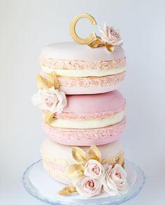 Giant Macarons Cake