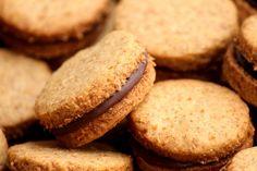 Biscoito integral recheado com chocolate - Mel e Pimenta