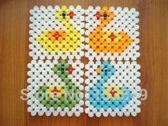 Resultado de imagen para carpetas en perlas Beaded Bags, Tissue Boxes, Beaded Flowers, Kids And Parenting, Diy And Crafts, Coasters, Projects To Try, Embroidery, Beads
