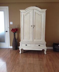 Armoire Annie Sloan Old White Annie Sloan Old White, Perfectly Imperfect, Armoire, Im Not Perfect, Sweet Home, Shabby Chic, Projects, Furniture, Home Decor
