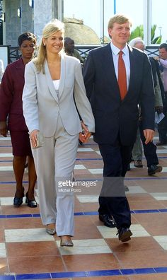 Dutch Crown Prince Willem Alexander and Princess Maxima walk away after a press conference April 2002 in Accra, Ghana. The royal couple concluded their four-day visit to Ghana later in the day. Queen Maxima, Work Fashion, Queen Elizabeth, Dutch, Marie, Suit Jacket, Walking, Celebs, Crown