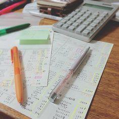分かりやすいルールでキレイに書かれた「づんの家計簿」。フォロワーさんの中には、触発されて同じように家計簿を付け始める人が続出しています!皆さんそれぞれ丁寧に書かれていますよ。 Notebook, Money, The Notebook, Exercise Book, Scrapbooking, Silver