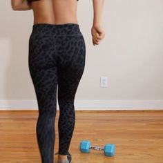 Hardcore Floor Workout😅💪🏽 . Aim for 10 Reps or 10 ea Side of every Exercise, 3 Sets 👍🏽🙋🏽 . Download my app: www.mytrainercarm... - - Leggings: Public Myth  Top: Forever 21 . #trainingvideos #befitvideos #howtogetabs #howtoburncalories #female6packguide #sixpackfemmes #homeexercises #homeabs #girlyexercises #fithealthyworkouts #fitgirlvideos #coreworkout #coreexercises #floorwork #shape #womenshealthmag #strongfitnessmag #muscleandfitnesshers #fitstagram #mytrainercarmen