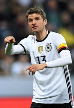 Thomas Müller, Mittelfeld (bis 69. Minute):  Müller lief zum ersten Mal in...