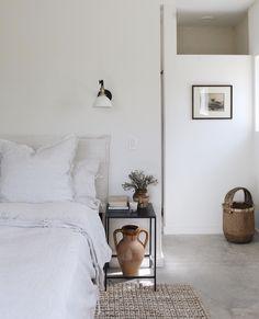 Brown, white and neutral bedroom Photography / design: Kate Zimmerman Turpin Scandinavian Bedroom, Cozy Bedroom, Home Decor Bedroom, Modern Bedroom, Bedroom Ideas, Nordic Bedroom, Cosy Room, Bedroom Photography, Bedroom Styles