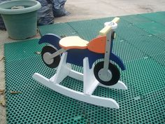 Ideas para fabricar juguetes para Navidad Wooden Baby Toys, Wood Toys, Wooden Crafts, Diy Crafts, Wooden Kayak, How To Make Toys, Wood Turning, Woodworking Projects, Rocking Horses