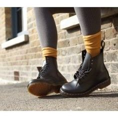 Socks Tights and socks with Dr. Martens How to styel Dr. Martens g . Tights and socks with Dr. Martens How to styel Dr. Martens g . Dr. Martens, Doc Martens Stil, Dr Martens Stiefel, Dr Martens Boots, Dr Martens Style, Look Fashion, 90s Fashion, Fashion Models, Winter Fashion