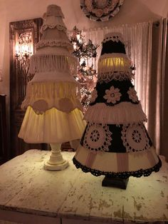 Christmas Lamp, Christmas Tree Themes, Christmas Crafts, Xmas Trees, Prim Christmas, Christmas Arrangements, Christmas Centerpieces, Diy Crafts For Gifts, Tree Crafts