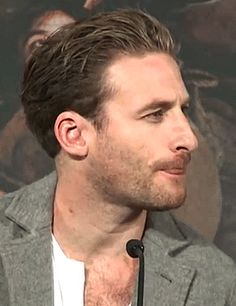 Dean has taken licking lessons from you know who. Dean O'gorman, Fili And Kili, Aiden Turner, Australian Actors, Ben Hardy, Cute Actors, Lady And Gentlemen, Hairy Men, Lotr