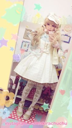 It is not a commen thing for me to see lolita coordinates with the color gold and I really like it!