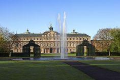Residenzschloss Rastatt, Ansicht von der Gartenseite mit Springbrunnen
