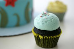 The perfect tuft of frosting and sprinkling of dots.