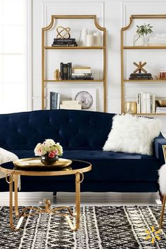 Vintage Blue Living Room Design Ideas You Must Have – Blue is one of the most popular favorite colors in the world. However, it often translates as masculine or like a baby boy's nursery when used in home decor. Blue can appeal to both genders and you Glamorous Living Room, Room Design, Home Furniture, Living Room Decor, Home Decor, House Interior, Apartment Decor, Gold Living Room, Living Decor