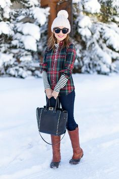 Plaid + stripes + Sorels Add a vest for rule of threes layering! Plaid Outfits, Outfits With Converse, Fall Outfits For Work, Winter Outfits, Autumn Winter Fashion, Winter Ootd, Winter Style, Wearing A Hat, Outfit Of The Day