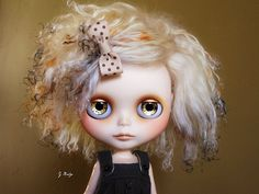Immagine di http://www.blythe-doll-fashions.com/wp-content/uploads/2010/05/Golden-girl.jpg.