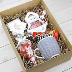 Diy Christmas Gifts For Kids, Christmas Gift Baskets, Christmas Gifts For Her, Christmas Crafts, Diy Gift Box, Diy Gifts, Gift Wraping, Birthday Gifts For Best Friend, Simple Gifts