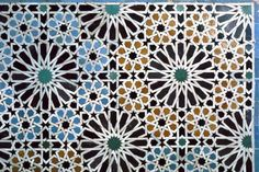 The art of zellige flourished at the Hispano-Moresque period (Azulejo) of Morocco. It then appeared in Morocco in the 10th century using nuances of white and brown colours.  The art remained very limited in use until the Merinid dynasty who gave it more importance around the 14th century. Blue, red, green and yellow colours were introduced in the 17th century. The old enamels with the natural colours were used until the beginning of the 20th century