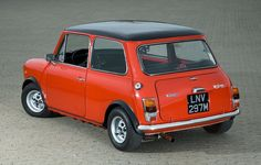 mini Mini Cooper Classic, Classic Mini, Classic Cars, Mini Lifestyle, Mini Coopers, Mini S, Mini Things, Small Cars, Car Pictures