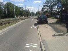 """Rowerzyści jadący buspasem i """"sierżant"""" na wąskich ulicach. Rząd precyzuje rowerowe przepisy, a pomaga mu w tym Lublin. Sidewalk, Side Walkway, Walkway, Walkways, Pavement"""
