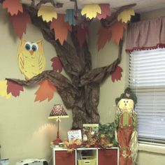 owl Classroom tree in the fall Classroom Tree, Owl Theme Classroom, Classroom Setting, Classroom Design, Future Classroom, Class Decoration, School Decorations, Fall Classroom Decorations, Tree Decorations