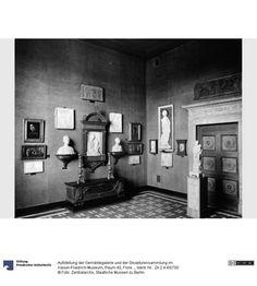 Aufstellung der Gemäldegalerie und der Skulpturensammlung im Kaiser-Friedrich-Museum, Raum 40, Florentinische Marmorbildwerke und Gemälde des 15. Jhd.