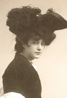 Florence Evelyn Nesbit (December 25, 1884 – January 17, 1967), known professionally as Evelyn Nesbit, was a popular American chorus girl, an artists' model, and an actress