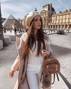 Chic at the Louvre - Parisian Chic Outfit For Autumn: Beret Hat, Cream Coat And White Sweater 2019 Source by shopthirdlaw - Paris Outfits, Outfits With Hats, Winter Fashion Outfits, Fall Winter Outfits, Chic Outfits, Winter Hats, Beret Outfit, Outfits Mujer, Looks Street Style