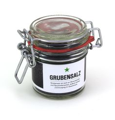 Grubensalz - Dat grobe Salz für den Pott.  Sparsam eingesetzt, verleiht das schwarz glänzende Grubensalz den Speisen eine ganz besondere Note und ist rein optisch ein absoluter Leckerbissen. Es ist reich an Mineralstoffen und Spurenelementen, äußerst delikat und knusprig im Geschmack.