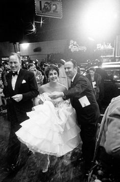 elizabeth taylor at the academy awards - 1953