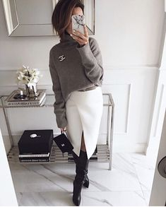 Grey sweater and white skirt for office - Herren- und Damenmode - Kleidung Work Fashion, Trendy Fashion, Winter Fashion, Fashion Looks, Womens Fashion, Fashion Fashion, Fashion Ideas, Fashion Trends, Fashion Stores