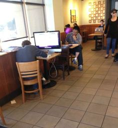This dude at Starbucks #MobileWorking  (via @tscheliski) | 43 People You Wont Believe Actually Exist