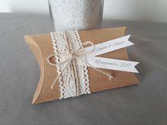 Boîte à dragées coussin kraft dentelle - cadeau de remerciement invités anniversaire, baptême, mariage : Cadeau de remerciement par papierelief