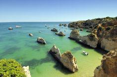 Horizonte escarpado de la Praia do Alemão, en el Algarve