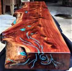 holz balken Cedar Fireplace Mantel with Turquoise Inlay Wood Resin Table, Wooden Tables, Epoxy Resin Wood, Resin Art, Unique Shelves, Resin Furniture, Live Edge Wood, Wood Beams, Fireplace Mantels