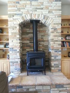 Most current Photos Pellet Stove makeover Style Pellet ranges are the way to save cash whilst cozy for the duration of individuals sluggish winter time in hom. Wood Stove Chimney, Wood Stove Fireplace, Wood, Cabin Fireplace, Stove, Wood Pellet Stoves, Cottage Fireplace, Pellet Stove, Wood Burning Fireplace