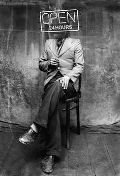 "- ""Open 24 Hours"" / Costic a Acsinte (image) / by Toledo, Ohio-born California-based experimental filmmaker, video artist, GIF artist and stereoscopist Bill Domonkos Gif Animé, Animated Gif, Gif Art, Gif Terror, Video Artist, Cinemagraph, Photo Art, Weird, Illustration Art"