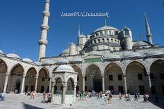 A Kék mecset belső udvara.
