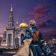 #followmeto the Moscow Cathedral Mosque with @NatalyOsmann. It is actually one of the largest in Europe. Any Muslims amongst our followers :)? ........................................................... Captured on S7 Edge. Share your Ramadan moments and  #keepramadanshining #خلي_رمضان_منور  @SamsungGulf @SamsungTurkiye