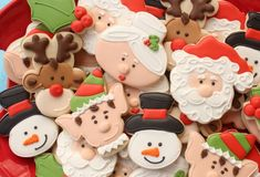 Decorated Santa Cookies from Sweet Sugarbelle - Santa was a turkey cc, the elf was an angel, the reindeer a bear or gingerbread man Santa Cookies, Galletas Cookies, Iced Cookies, Cute Cookies, Holiday Cookies, Christmas Cookies Kids, Cookies For Kids, Christmas Treats, Christmas Baking