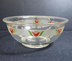 Pyrex Mixing Bowl with Red Tulip Decoration 1947 Vintage Canisters, Vintage Kitchenware, Vintage Pyrex, Pyrex Mixing Bowls, Happy Kitchen, Flower Bowl, Red Tulips, Antique Stores, Vintage Love