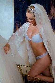 Salutare! Eu sunt Mihai Roman, Povestitorul de nunti, iar daca te inspira aceasta imagine, te invit sa o salvezi intr-unul dintre panourile tale #wedding, #buchetdemireasa, #ideinunta, #nunta #flowers, #mireasa, #weddingbouquet, #voalmireasa, #ideibuchetmireasa #cununiecivila, #savethedate, #ideisedintafoto, #fotografnunta #ideirochiemireasa #ideipantofimireasa Wedding Pics, Wedding Day, Wedding Dresses, The Bride, Bride Flowers, H Style, Storytelling, Bikinis, Swimwear