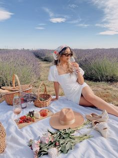 Picnic Date, Summer Picnic, Fall Picnic, Picnic Photography, Photography Poses, Picnic Photo Shoot, Picnic Pictures, Kreative Portraits, Picnic Outfits