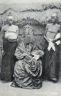 The Alaafin of Oyo, king of the Oyo Yoruba, Nigeria, circa Africa Art, West Africa, African Culture, African History, Yoruba People, Black King And Queen, Black Royalty, African Royalty, Art Africain