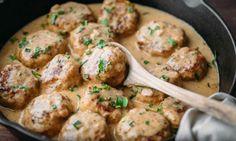 Un incontournable... mes boulettes de poulet dans une sauce crémeuse sont irrésistiblement savoureuses