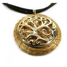 Prata 925 e capim dourado proveniente do Brasil