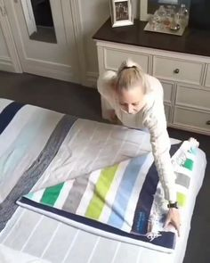 Simple Life Hacks, Useful Life Hacks, White Teeth Tips, Home Organization Hacks, Organizing, How To Roll Towels, Clutter Control, Folding Laundry, Everyday Hacks