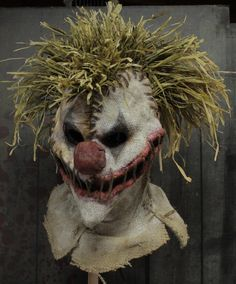 love this clown/scarecrow hybrid mask!!! More