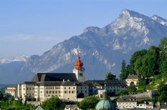 """Private Day Trip to Salzburg from Vienna Take advantage of your stay in Vienna and visit Salzburg.Explore the Austrian lake region, visit the locations from """"The Sound of Music"""" and experience the unique atmosphere of Mozart's birth town!'Sound of Music fan or not: Take advantage of your stay in Vienna and visit Salzburg. With a friendly driveryou depart from your hotel in Vienna in a private limousine or minivan. The scenery on the way to Salzburg is breathtaking: You pass ..."""