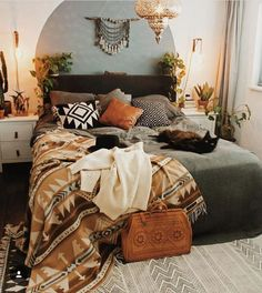 Mid Century Modern and Bohemian Bedroom. Mid century Modern and Bohemian Bedroom Photos. Turn your bedroom into a stylish and relaxing escape with design inspiration from our designers. Bohemian Bedroom Decor, Home Decor Bedroom, Bedroom Ideas, Autumn Decor Bedroom, Southwestern Bedroom Decor, Bedroom Wall, Bohemian Studio, Earthy Bedroom, Bohemian Bedrooms